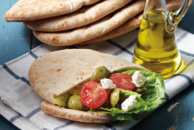 "Traditional ""Paphos"" pitta with kebabs"